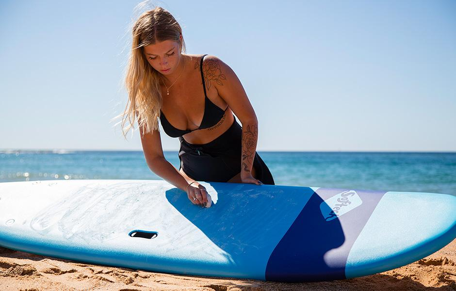 How To Wax A Surfboard (the best way)